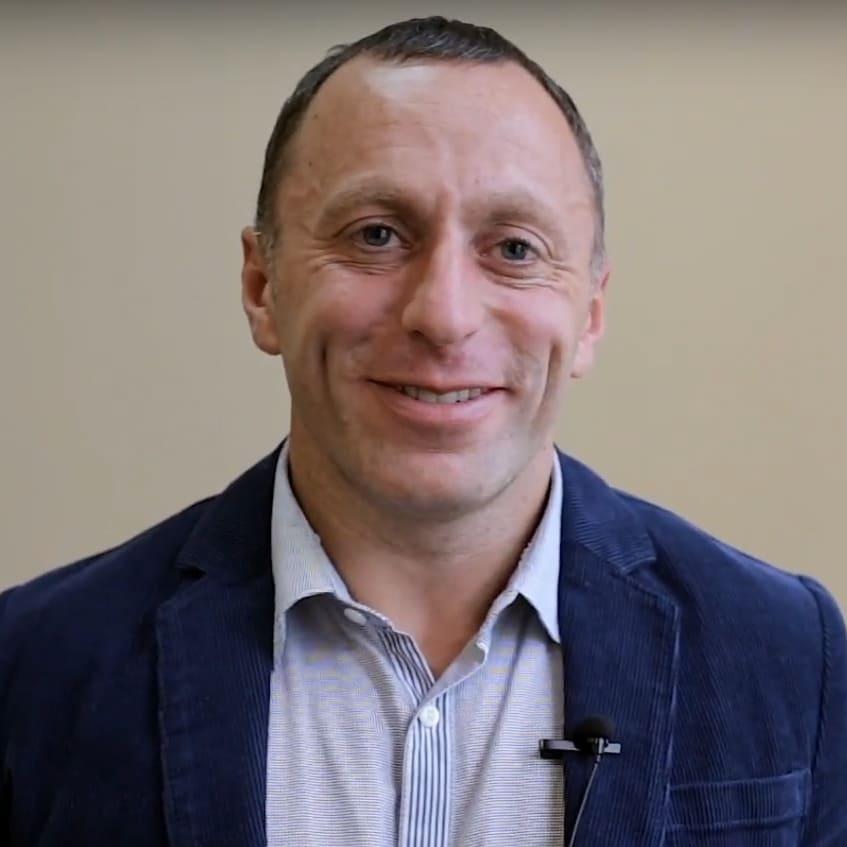 FDM-терапевт, обучающий и активно практикующий метод лечения и диагностики боли в России. Один из 24х сертифицированных инструкторов международной ассоциации EFDMA в Европе.